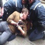 Africano Prêso Ataca Policiais de Hong Kong