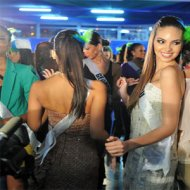 Candidatas do Miss Universo Caem no Samba na Zorte de SP