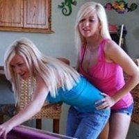 Galeria de Fotos de Lindas Irmãs Gêmeas